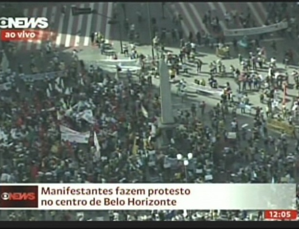 26.jun.2013 - Manifestantes realizam protesto no centro de Belo Horizonte nesta quarta-feira (26). A capital mineira deve ter outros atos  no entorno do estádio do Mineirão, que recebe jogo da semifinal da Copa das Confederações entre Brasil e Uruguai