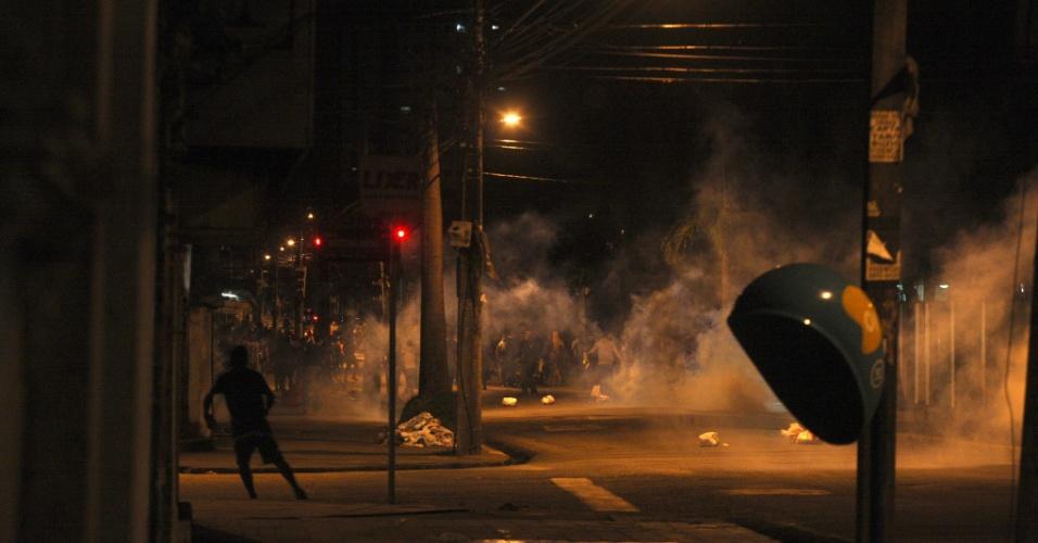26.jun.2013 - O internauta Carlos Sodré fotografou confronto entre a Tropa de Choque e manifestantes em frente à Prefeitura de Belém