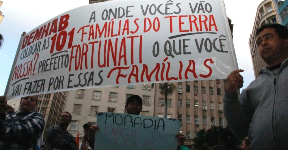 28.jun.2013 - Lideranças comunitárias se reúnem com o vice-prefeito de Porto Alegre, Sebastião Melo, para acertar legalização de áreas ocupadas na cidade