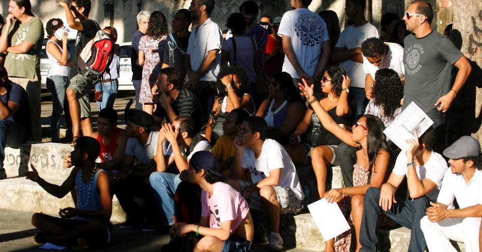 29.jun.2013 - Lideranças do Movimento Passe Livre durante reunião realizada neste sábado no Passeio Público, no centro de Salvador. O encontro serviu para discutir as pautas da manifestação que será realizada amanhã pelas ruas da capital baiana