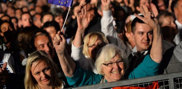 30.jun.2013 - Milhares de pessoas comemoram em Zagreb a entrada oficial da Croácia na União Europeia