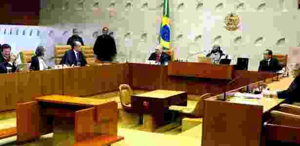 Plenário do STF teve apenas a presença dos ministros Luiz Fux; Cármen Lúcia; Gilmar Mendes; Joaquim Barbosa e Rosa Weber (da esq. para a dir.). O procurador-geral da República, Roberto Gurgel, também esteve presente - Nelson Jr/STF