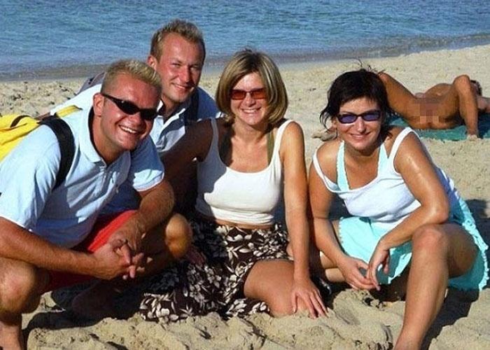 O site do jornal britânico ''The Sun'' fez uma seleção de fotos que mostram cenas esquisitas em praias. Na lista aparecem diversos intrometidos no estilo photobomb