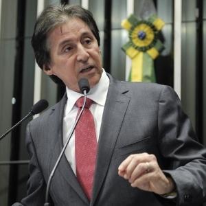 Senador Eunício de Oliveira (PMDB-CE) fala no plenário durante discussão do projeto que institui a ficha limpa para cargos públicos - Lia de Paula/Agência Senado