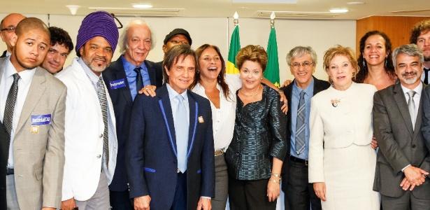 A presidente Dilma Rousseff recebeu artistas que apoiaram o projeto de lei - Roberto Stuckert Filho/Presidência da República