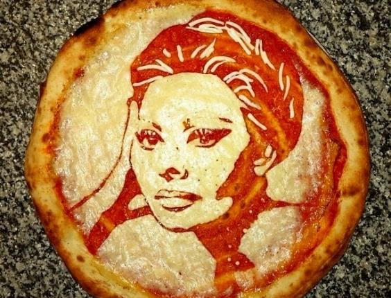 3.jul.2013 - Pizza com imagem da atriz Sophia Loren feita por Domenico Crolla, em Glasgow, Escócia