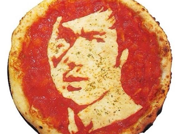 3.jul.2013 - Pizza com imagem do ator Bruce Lee feita por Domenico Crolla, em Glasgow, Escócia