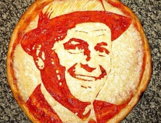 3.jul.2013 - Pizza com imagem do cantor Frank Sinatra feita por Domenico Crolla, em Glasgow, Escócia