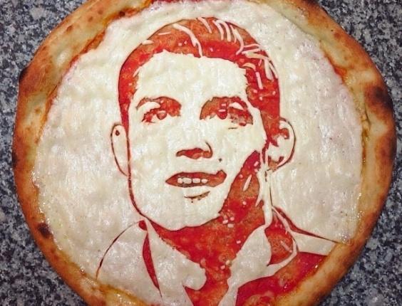 3.jul.2013 - Pizza com imagem do jogador Cristiano Ronaldo feita por Domenico Crolla, em Glasgow, Escócia