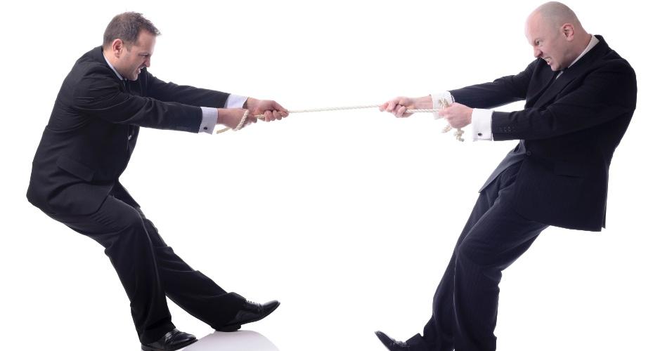 Cabo-de-guerra; cabo-de-força; disputa entre executivos; rivalidade entre empresas