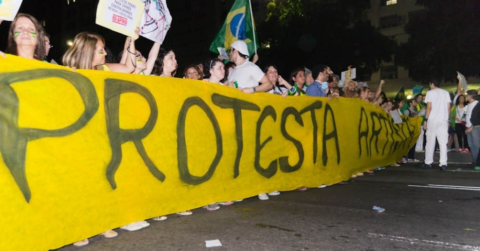 20.jun.2013 - O internauta Marco Tullio Azevedo Juric enviou fotos da manifestação do dia 20 de junho no Rio de Janeiro