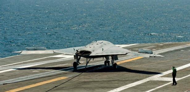 O drone americano X-47B, que efetua decolagens e aterrissagens em porta-aviões - Rich-Joseph Facun /Reuters