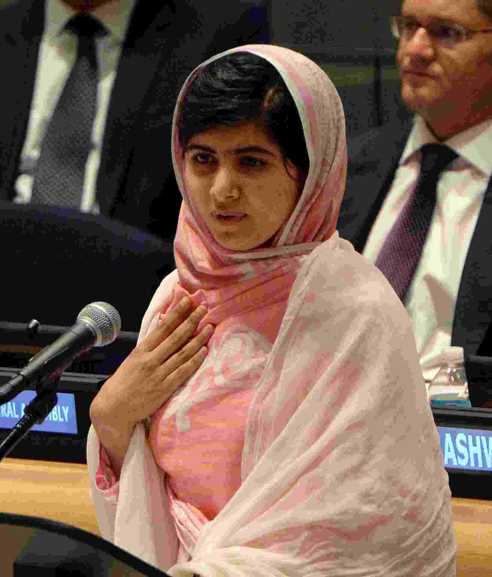 A adolescente paquistanesa Malala Yousafzai, que completa 16 anos nesta sexta, se pronuncia pela primeira vez em Nova York, na sede da ONU, em favor das milhões de crianças do mundo inteiro que não têm acesso à educação - AFP