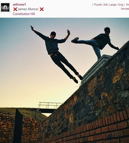O Instagram propôs no final de semana de 13 e 14 de junho que seus usuários divulgassem fotos em que parecem usar superpoderes, como no caso da imagem acima. As postagens foram classificadas pela hashtag #WHPsuperpower (weekend hashtag project superpower, ou projeto superpoderes da hashtag do fim de semana). Semanalmente, a empresa coloca esse projeto em prática, para reunir conteúdo temático postado pelos usuários
