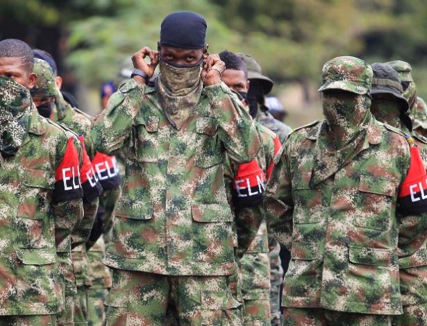 16.jul.2013 - Integrantes do Exército de Libertação Nacional (ELN) no oeste da Colômbia