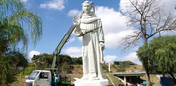 Imagem de Santo Antônio de Sant'Ana Galvão, o Frei Galvão, é retirada de Guaratinguetá (SP)