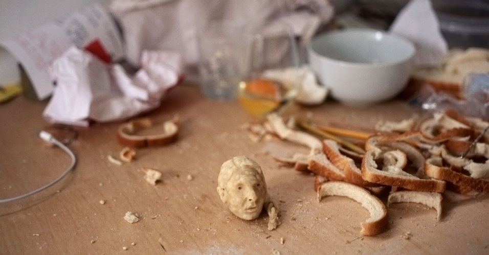 17.jul.2013 - Para a escultura polonesa Milena Korolczuk, o pão é mais do que comida, é um instrumento de trabalho. Ela cria bustos de personalidade usando pedaços do alimento. Na lista, estão o rapper Jay-Z, o artista Andy Wahol e até o filósofo Platão