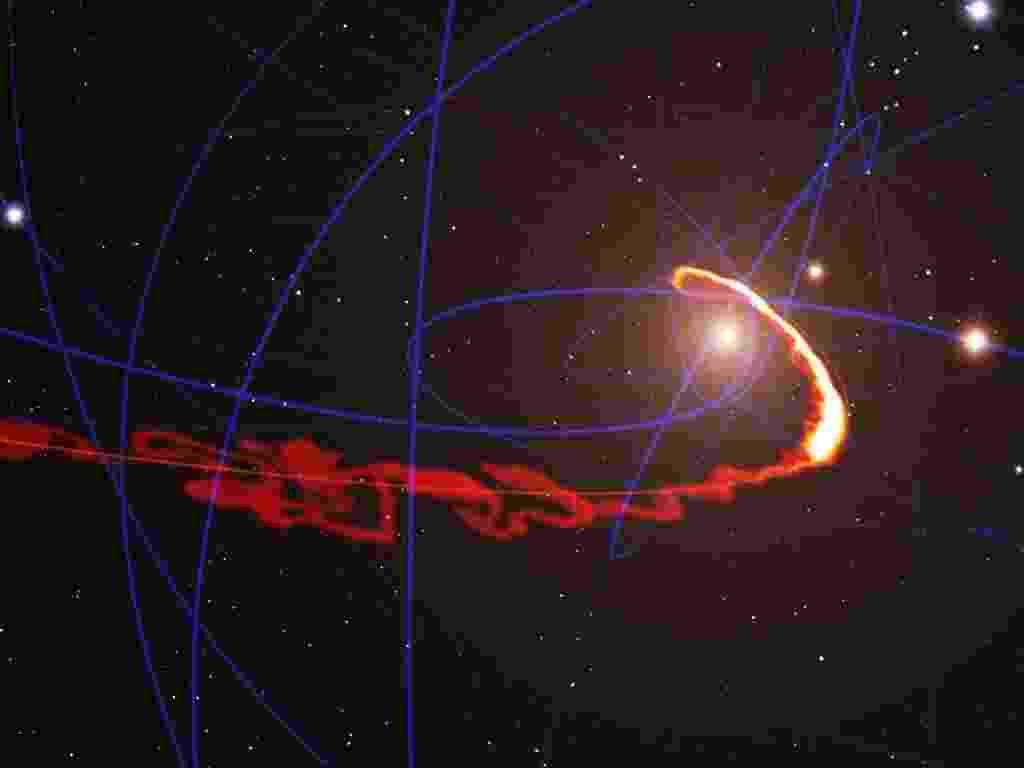 """17.jul.2013 - Uma nuvem de gás foi despedaçada pelo massivo buraco negro que existe no centro da nossa Via Láctea, registra pela primeira vez o telescópio VLT, operado pelo Observatório Europeu do Sul (ESO, na sigla em inglês) no Chile. A nuvem ficou tão esticada que a sua frente já passou pelo ponto mais próximo do buraco negro e passa a se distanciar dele com rapidez, a mais de 10 milhões de quilômetros por hora, enquanto sua cauda vai em direção ao campo gravitacional (centro da concepção artística). """"O gás que se encontra em uma das extremidades da nuvem está esticado ao longo de mais de 160 bilhões de quilômetros ao redor da órbita central do buraco negro. E o ponto de maior aproximação está um pouco mais que 5 bilhões de quilômetros de distância dele - por pouco não está caindo lá dentro"""", explica Stefan Gillessen, do Instituto Max Planck de Física Extraterrestre, da Alemanha, que liderou a pesquisa com o VLT - ESO/S. Gillessen/MPE/Marc Schartmann"""