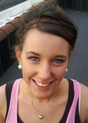 A norueguesa Marte Deborah Dalelv, 24, que relatou ter sido vítima de estupro em Dubai e foi condenada a 16 meses de prisão por fazer sexo fora do casamento - AFP
