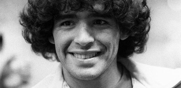 Maradona em 1981, seis anos depois de ser oferecido à Portuguesa