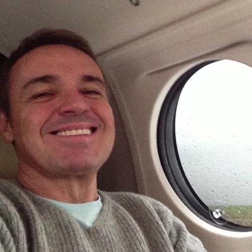 O apresentador Gugu Liberato (@guguliberato) protagonizou algumas cenas de ''selfies'' bem ''à vontade'' no Instagram