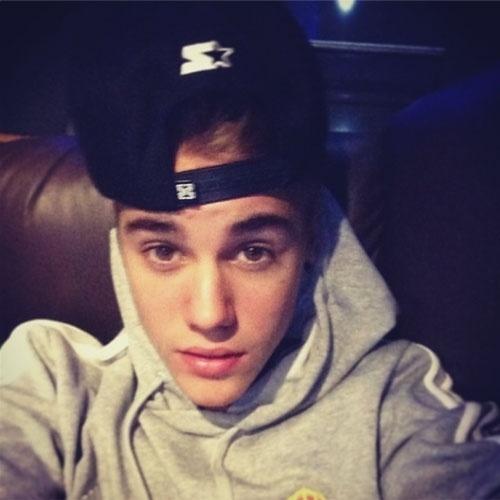 O cantor Justin Bieber (@justinbieber) está em desvantagem no time dos ?selfies? dominado pelas mulheres. Ainda assim, ele se esforça, publicando no Instagram fotos dele mesmo em toda e qualquer oportunidade