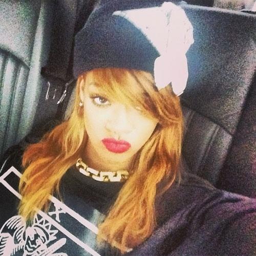 selfie autorretrato no instagram A cantora Rihanna (@badgalriri)