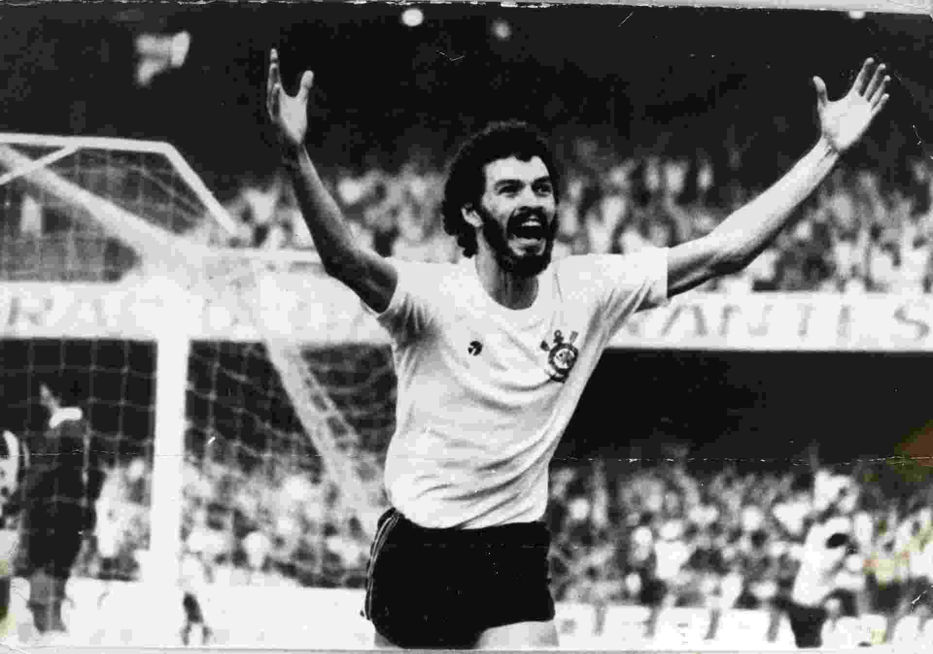 Sócrates, do Corinthians, em 1981 - Folhapress