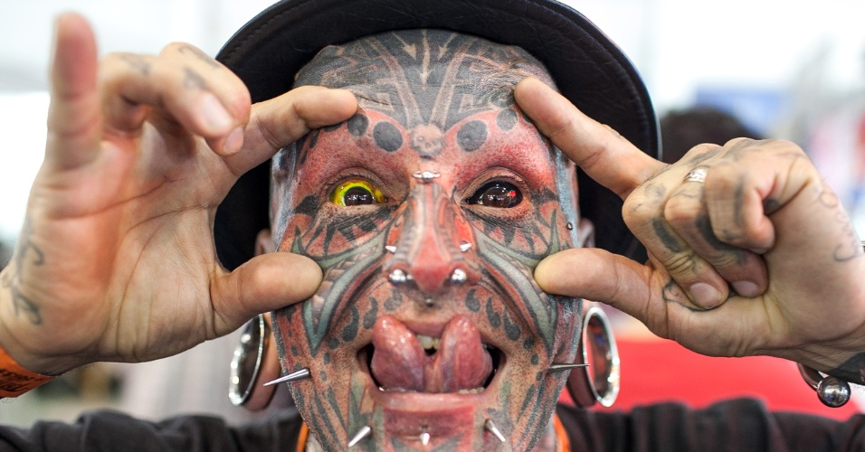 21.jul.2013 - Homem mostra tatuagens no rosto durante evento Tattoo Week, que reúne tatuadores até este domingo em São Paulo, no Expo Center Norte, na zona norte da cidade