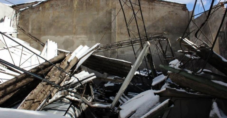 25.jul.2013 - A internauta Luci P.M. Sonaglio enviou fotos da destruição causada pela neve em Panpaduva (SC) na madrugada de 23 de julho