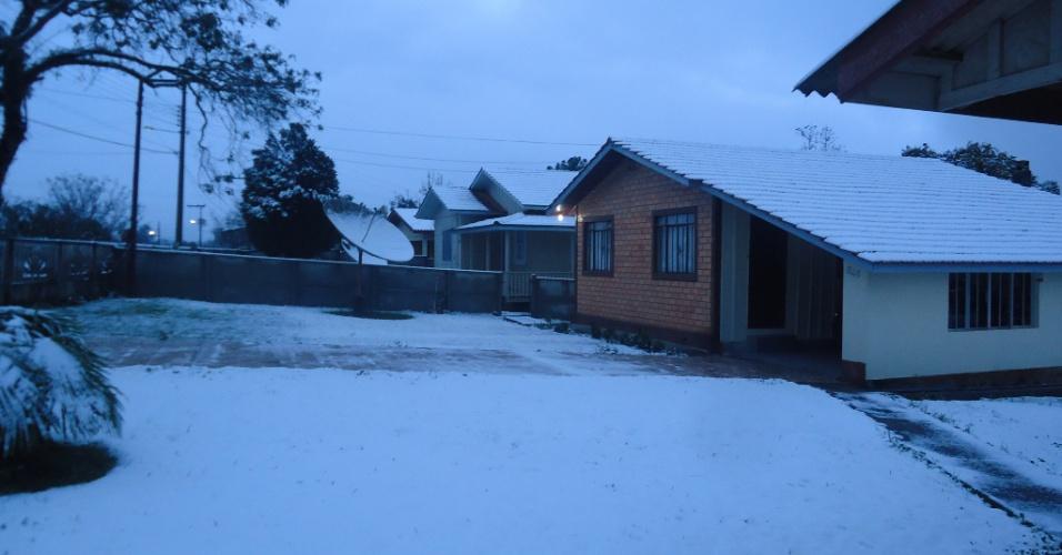 25.jul.2013 - O internauta Luiz Geraldo Magalhães enviou imagens da neve em Três Barras (SC)
