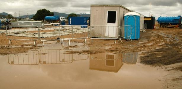 Terreno do Campus Fidei, em Guaratiba, zona oeste do Rio, está alagado e cheio de lama - Marcelo de Jesus/UOL
