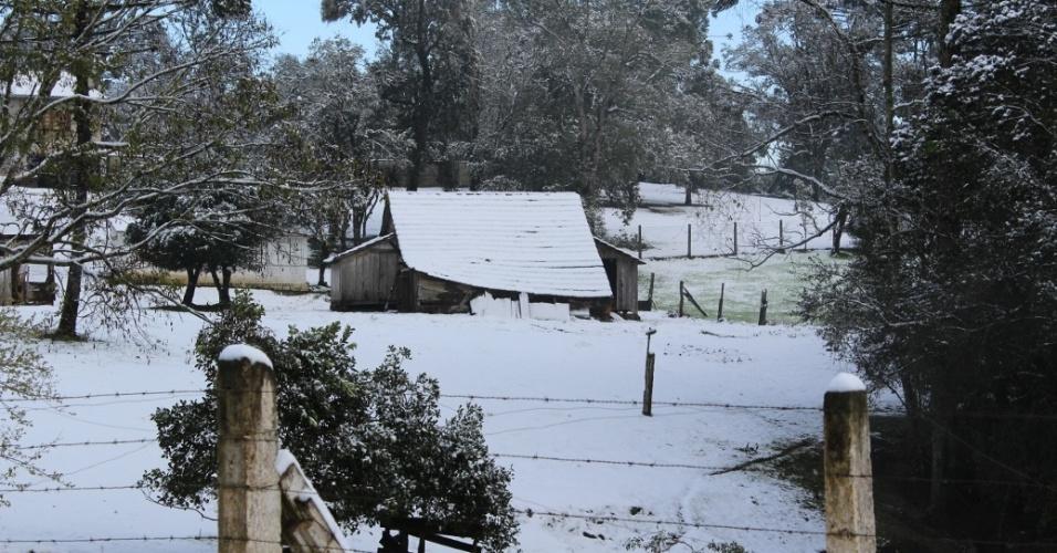 25.jul.2013 - Rúbia Morgana Waldmann enviou imagens da neve em Canoinhas (SC), próximo ao distrito de Marcílio Dias