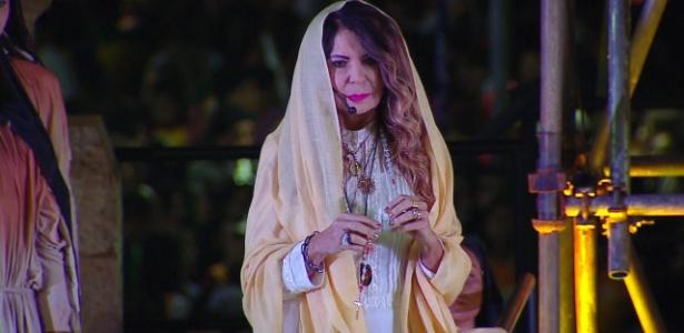 A cantora Elba Ramalho participa da encenação da crucificação de Jesus Cristo, a Via Sacra, em Copacabana - Reprodução