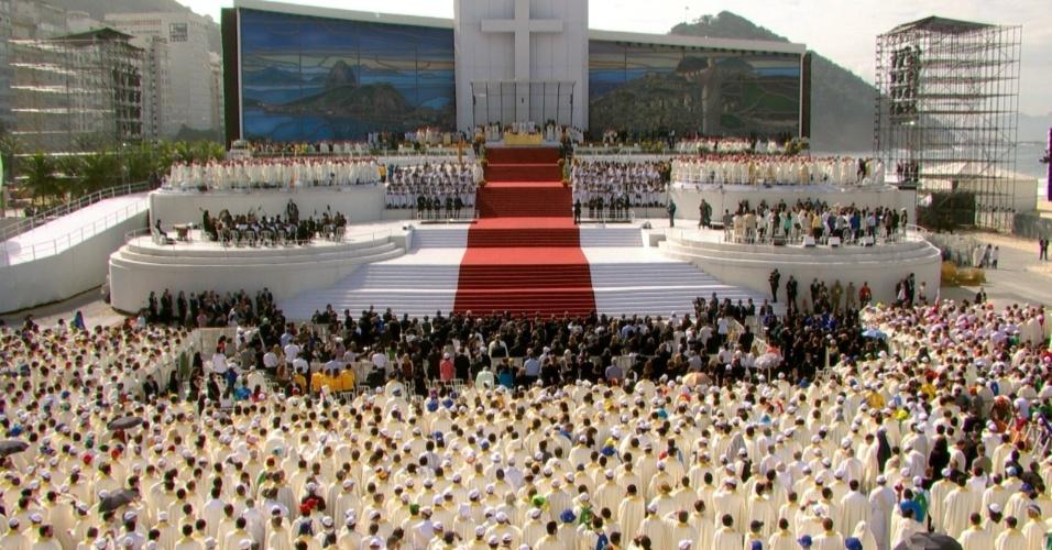 28.jul.2013 - Missa de encerramento da JMJ (Jornada Mundial da Juventude), é celebrada pelo papa Francisco em Copacabana, no Rio de Janeiro