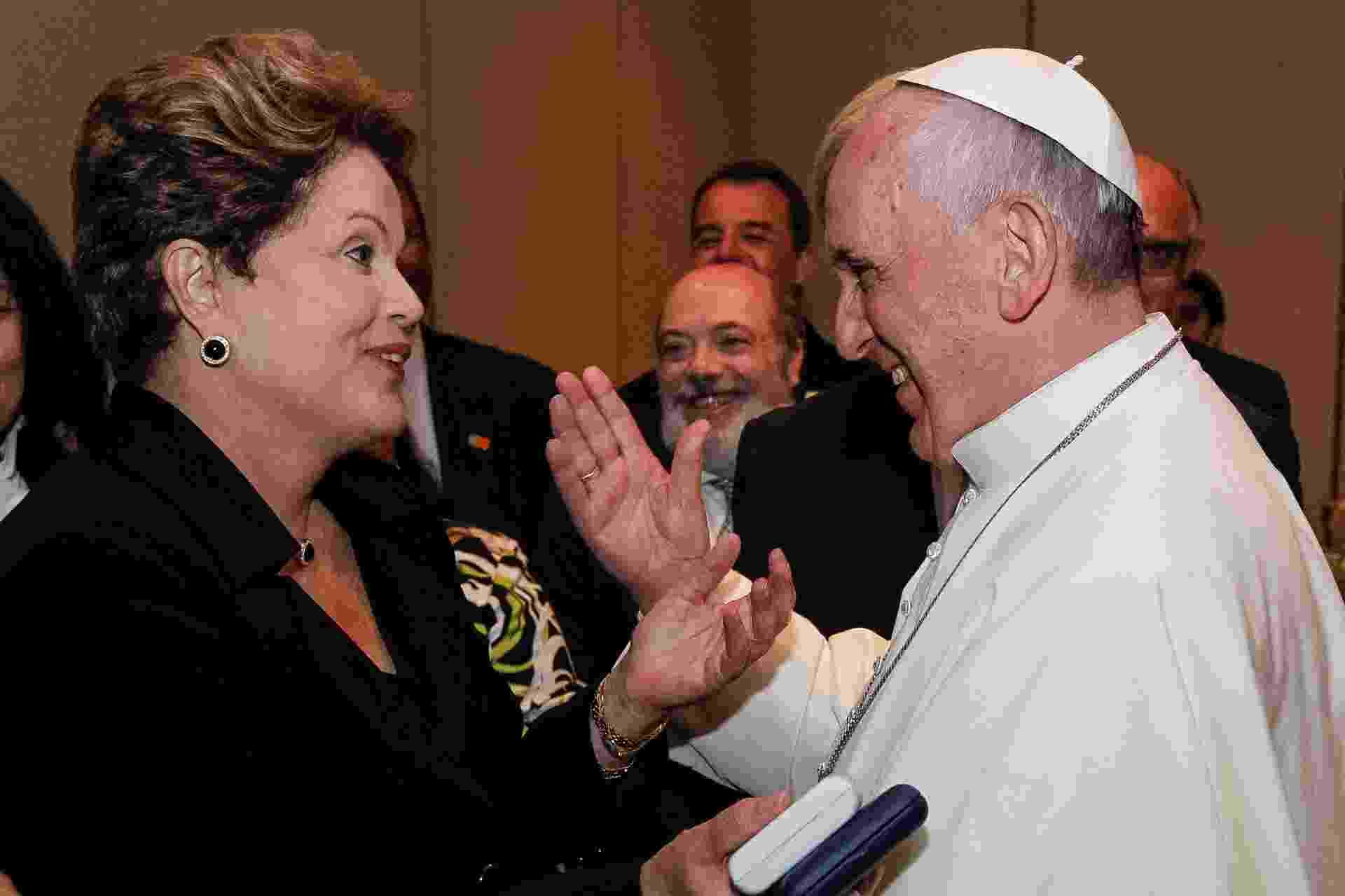28.jul.2013 - Papa Francisco e a presidente Dilma Rousseff conversam após a missa de encerramento da JMJ (Jornada Mundial da Juventude), no Rio de Janeiro - Presidência da República/Divulgação