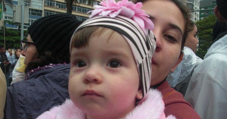 29.jul.2013 - A filha do internauta Alisson Amorim, do Mato Grosso, fez aniversário no dia em que foi abençoada pelo papa Francisco. Ele registrou o momento e envio a foto