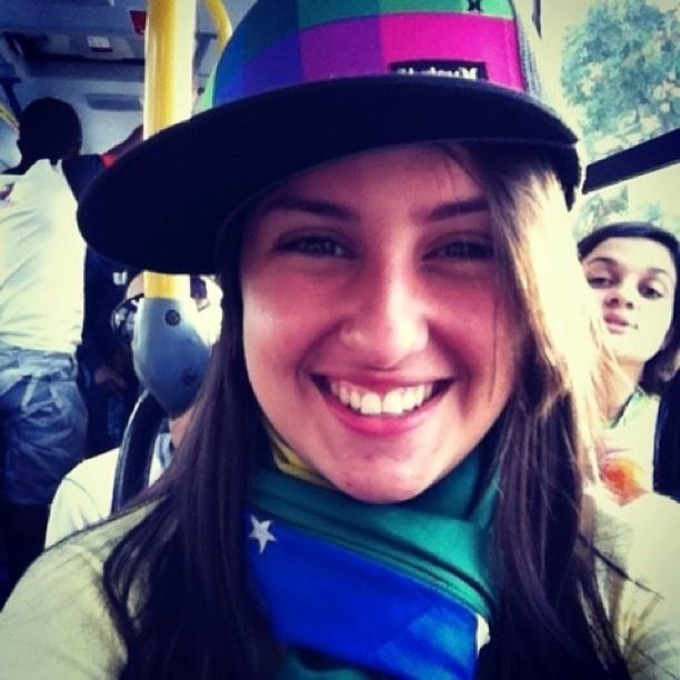 29.jul.2013 - A internauta Fabiola Morais tirou foto dentro do transporte coletivo, a caminho das atividades da Jornada Mundial da Juventude, no Rio de Janeiro