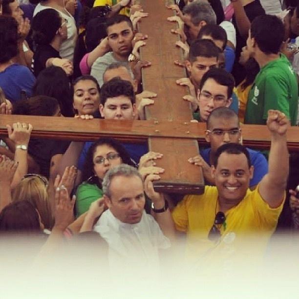 29.jul.2013 - A internauta Juliana Vasconcellos registrou a chegada da Cruz Peregrina no Santuário da Divina Misericórdia, em Vila Valqueire, no Rio de Janeiro e envio a foto