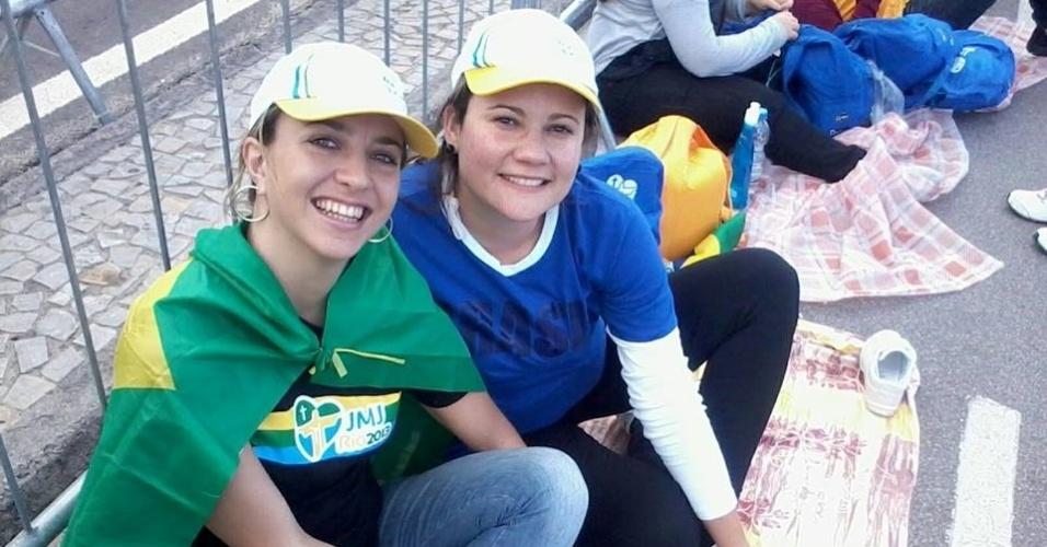 29.jul.2013 - As peregrinas Renata e Vanessa posam pra foto em Copacabana, zona sul do Rio de Janeiro, onde foi realizada a Jornada Mundial da Juventude. A foto foi enviada pelo internauta Jean Oliveira