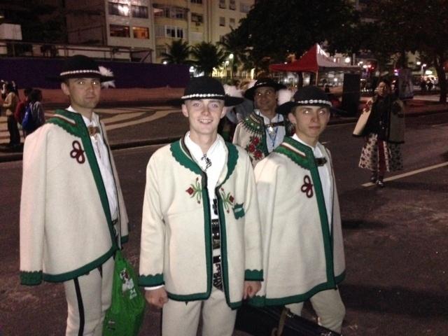 29.jul.2013 - Peregrinos poloneses posam para foto durante a Jornada Mundial da Juventude, que se encerrou nesse domingo (28), no Rio de Janeiro