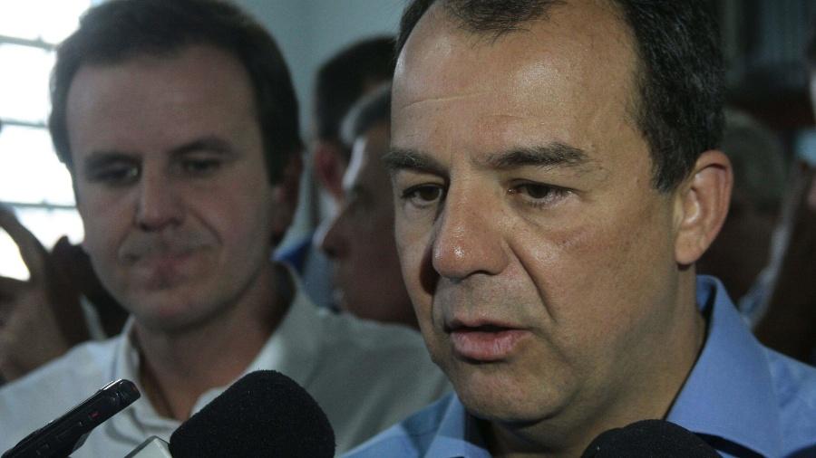30.jul.2013 - Sérgio Cabral (à dir.) e Eduardo Paes (à esq.) - Ale Silva/Futura Press