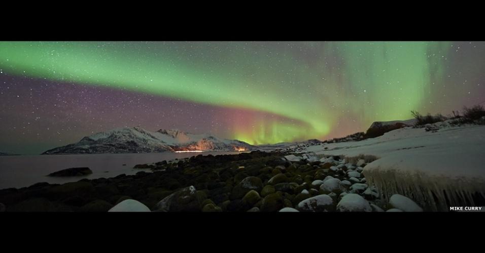 31.jul.2013 - A aurora boreal registrada por Mike Curry também concorre na categoria de melhor fotógrafo revelação