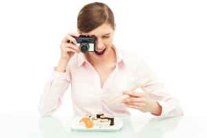 Millennials até postam foto de comida, mas usam a tecnologia para melhorar o jantar (Foto: Thinkstock/Getty Images)