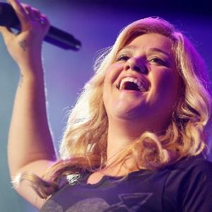 Kelly Clarkson comprou anel de escritora em leilão -  Rick Wilking / Reuters