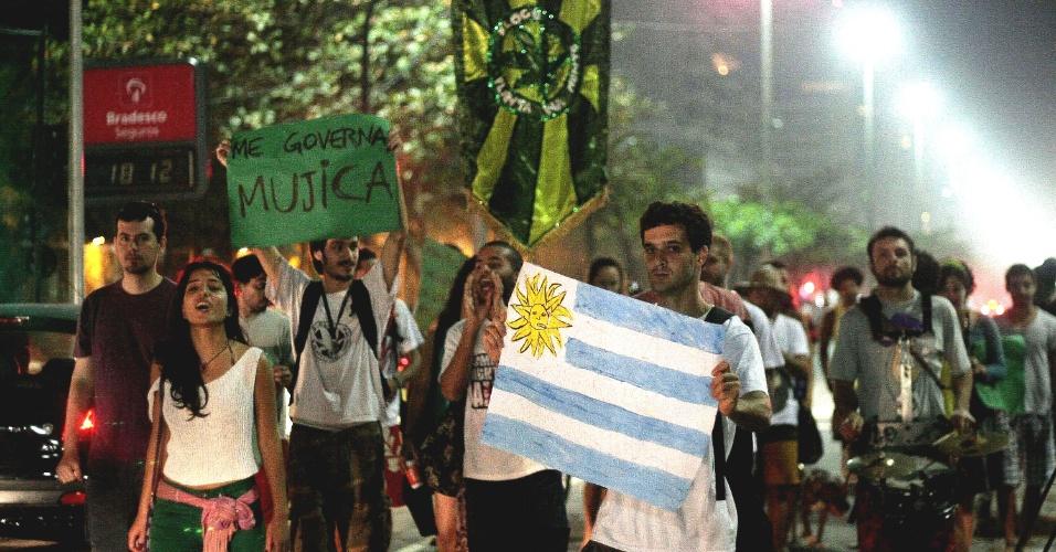 4.ago.2013 - Cerca de 30 manifestantes participam da Marcha da Maconha, ato denominado
