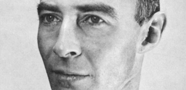 J. Robert Oppenheimer - inventor da bomba de fissão nuclear - Wikimedia Commons
