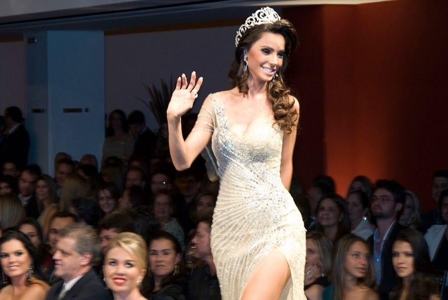 8.ago.2013 - A representante de Betim, Janaina Barcelos, 24, foi eleita a Miss Minas Gerais 2013. Na disputa, Janaina enfrentou outras 20 candidatas