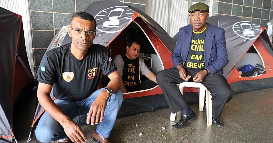8.ago.2013 - Policiais civis acampam na manhã desta quinta-feira (8), na Assembleia Legislativa de Belo Horizonte. Eles reivindicam melhores condições de trabalho
