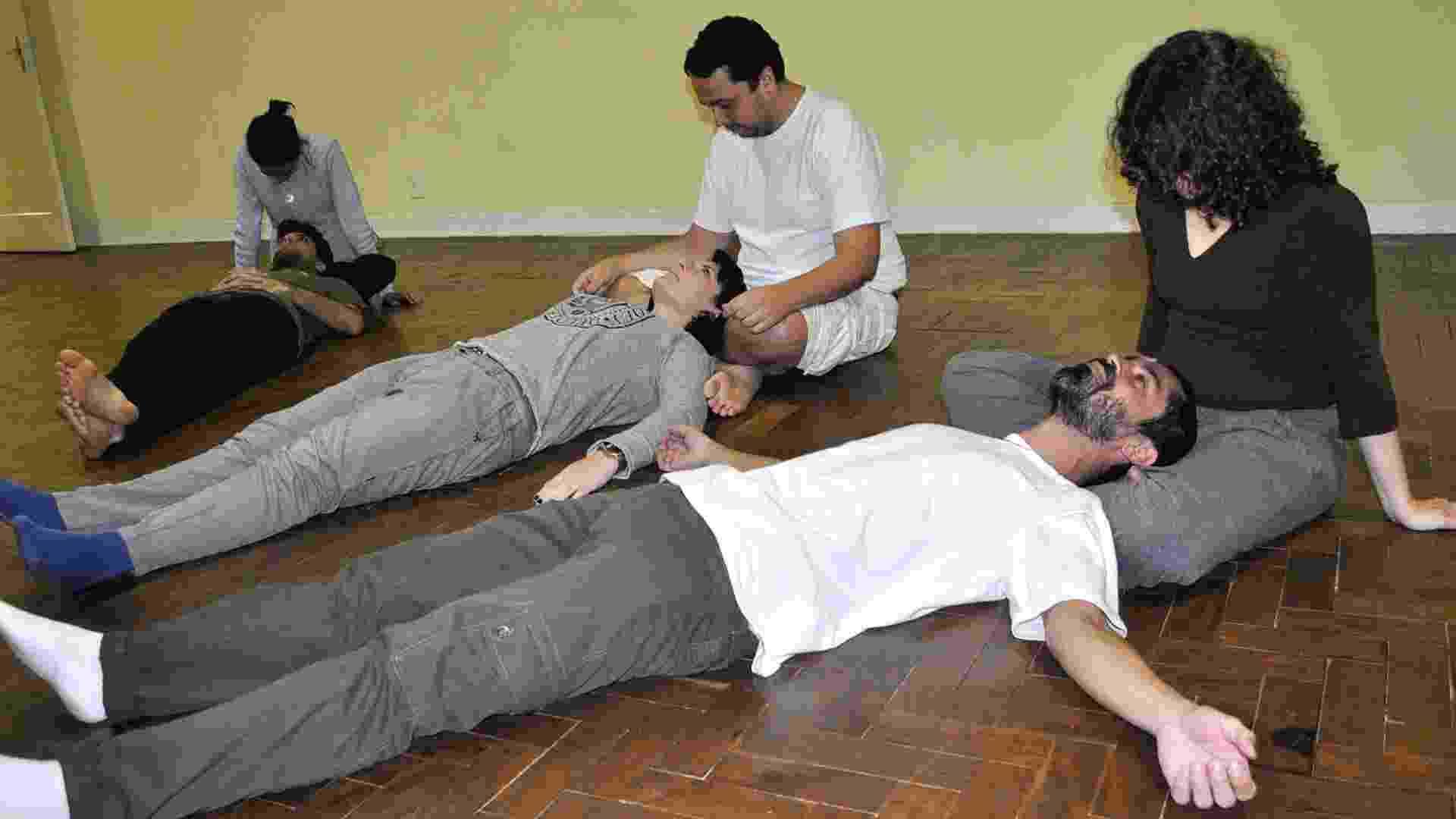 Somaterapia, uma terapia autodenominada anarquista, criada pelo médico psicanalista brasileiro Roberto Freire, na efervescente década de 1970 - Paula Nogueira